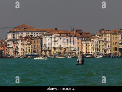 Vecchi palazzi sul canal grande, regione Veneto, Venezia, Italia Immagini Stock