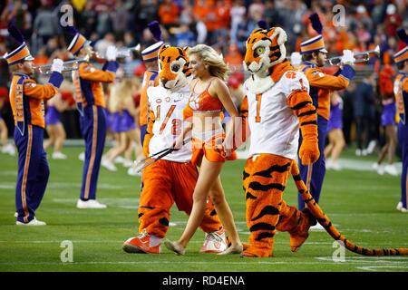 07 gennaio 2019 Clemson Tigers mascotte e marching band in azione durante il campionato nazionale tra i Clemson Tigers e Alabama Crimson Tide a Levi's Stadium di Santa Clara, California. Charles Baus/CSM Immagini Stock