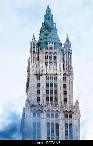 Facciata di edificio per uffici contro sky Immagini Stock