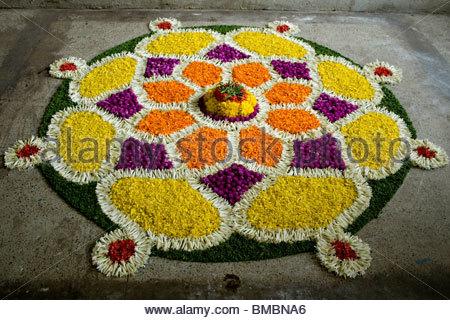 Decorazioni floreali durante ONAM IN KERALA Immagini Stock