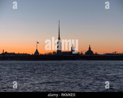 La fortezza di Pietro e Paolo la notte è la cittadella originale di San Pietroburgo, Russia Immagini Stock