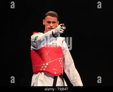 Manchester, Regno Unito. Il 19 maggio 2019. Taekwondo Campionati del mondo; Icaro Miguel Martins Soares (BRA) punti al suo allenatore dopo la sua -87 kg semi-finale vittoria su Ivan Sapina (CRO) Credit: Azione Plus immagini di sport/Alamy Live News Immagini Stock