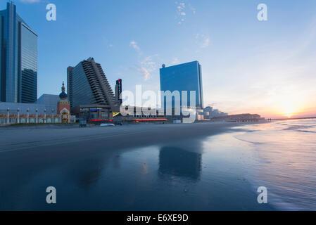 Stati Uniti d'America,New Jersey, Atlantic City, Atlantic City visto dalla spiaggia di sunrise Immagini Stock