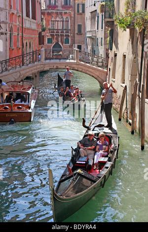 Gondole tradizionale affollano i canali di Venezia,Venezia,l'Italia,Italia Immagini Stock