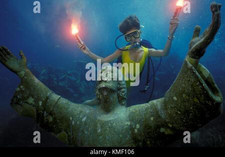 Celebrazione del XXV anniversario della subacquea collocamento della statua del Cristo degli abissi in Key Largo. Immagini Stock