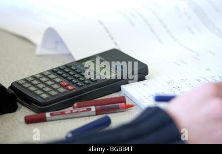 Fotografia della calcolatrice matematica scienza soluzioni office numeri Immagini Stock
