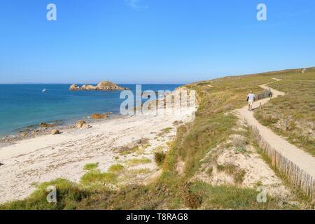 Francia, Morbihan, Houat, costa sud occidentale tra Beg Tost e Chubegez Vraz Immagini Stock