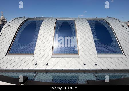 Vista di zinco ghiaia tetto. Qatar Airways La sede centrale di Londra, Regno Unito. Architetto: PLP architettura, 2019. Immagini Stock