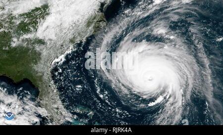 Immagine dell uragano Firenze il 12 settembre 2018, dalla Stazione spaziale internazionale. L'uragano Florence è attualmente un forte ciclone tropicale sull'Oceano Atlantico, che minaccia il sud-est degli Stati Uniti e gli Stati Uniti Mid-Atlantic membri. La sesta denominato storm, terzo uragano e il primo grande uragano dell'Atlantico 2018 stagione degli uragani, Firenze originata da una forte ondata tropicale emerse al largo della costa occidentale dell Africa del 30 agosto. Immagini Stock