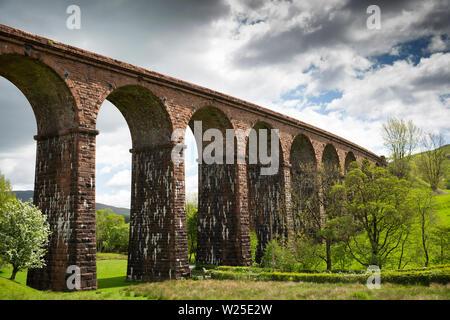 Regno Unito, Cumbria, York, Lowgill, Beck piede, ridondante viadotto ferroviario di Ingleton linea di diramazione, chiusa negli anni cinquanta a Immagini Stock