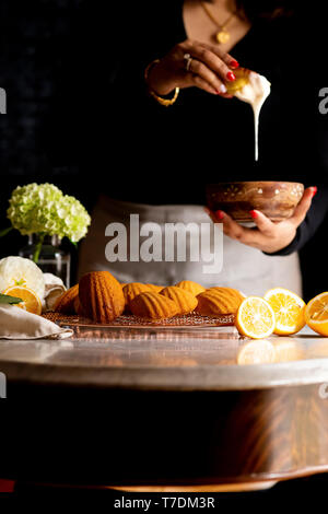 Esente da glutine Myer Madeleines di limone Immagini Stock