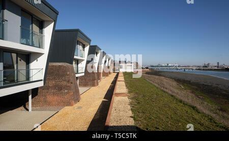 Ampia vista che mostra il fiume e il porto di Portsmouth. Priddys Hard, Gosport, Regno Unito. Architetto: John Pardey architetti, 2019. Immagini Stock