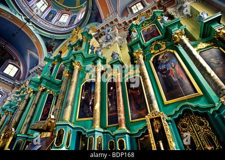 Altare della chiesa dello Spirito Santo, Vilnius, Lituania Immagini Stock