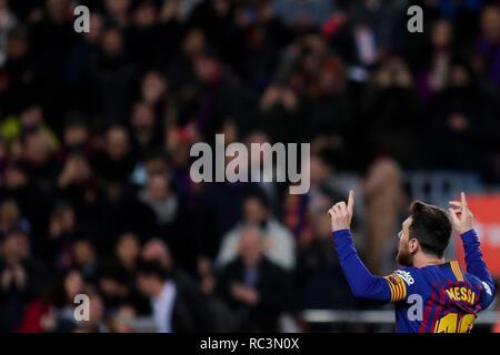 Camp Nou, Barcellona, Spagna. Xiii gen, 2019. La Liga calcio, Barcelona versus Eibar; Lionel Messi del FC Barcelona celebra il suo obiettivo che era il suo numero 400 per barca Credito: Azione Sport Plus/Alamy Live News Immagini Stock