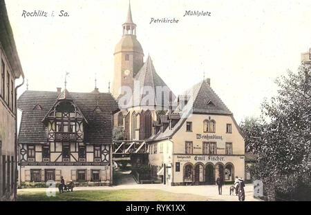 Chiese in Rochlitz, ponti in Rochlitz, edifici in Rochlitz, il commercio del vino, 1913, Landkreis Mittelsachsen, Rochlitz, Mühlplatz mit Petrikirche, Germania Immagini Stock