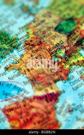 Fotografia di viaggio verso la Francia Parigi mappe europee del globo Immagini Stock