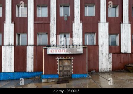 Norvegia Isole Svalbard, Spitsbergen, Barentsburg, Russo insediamento minerario, edifici abbandonati Immagini Stock