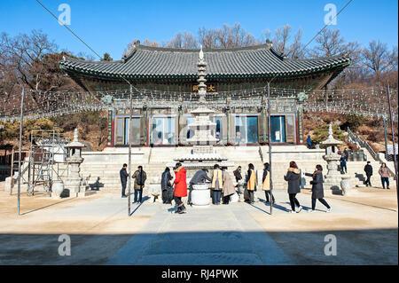 Seoul, Corea del Sud. Tempio Bongeunsa. Buddha principale Hall (Daewoong-jeon) Immagini Stock