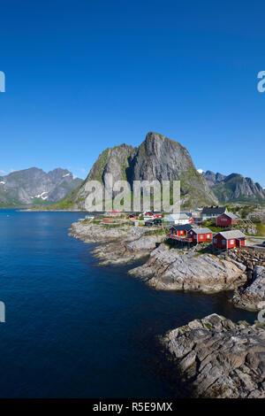 Il pittoresco villaggio di pescatori di Hamnoy, Hamnoy, Moskenesoy, Isole Lofoten, Nordland, Norvegia Immagini Stock