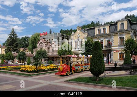 Palazzi Ottocenteschi in strada pedonale boulevard di Karl Marx nel centro storico di Kislovodsk una spa e resort city a Stavropol Krai nel Nord Caucaso Distretto federale della Russia. Immagini Stock