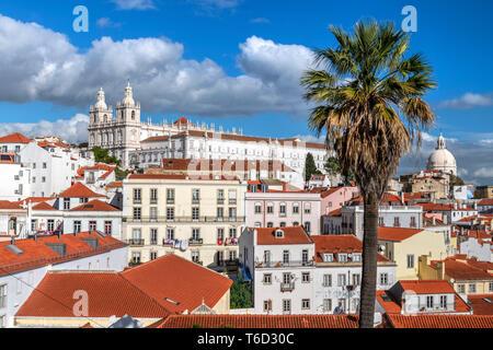Quartiere di Alfama skyline, Lisbona, Portogallo Immagini Stock