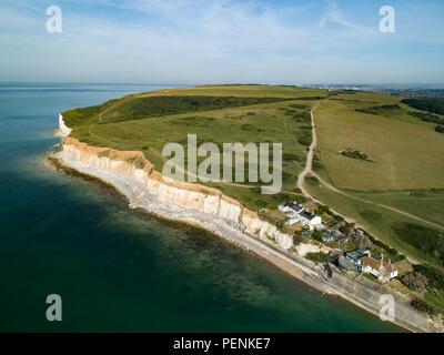 Drone immagine del Cuckmere Haven con coastguard cottages Seaford testa. Sussex, Inghilterra Immagini Stock
