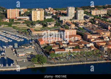 Francia, Bouches du Rhone, Golfo di Fos sur Mer, port de bouc (vista aerea) Immagini Stock