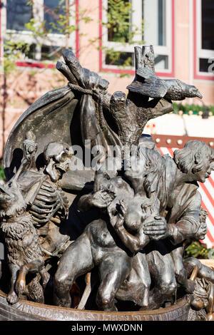 Statua, Norimberga (Nurnberg), Franconia, Baviera, Germania, Europa Immagini Stock