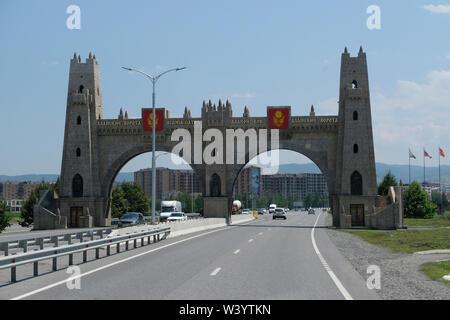 Ingresso di Magas la città capitale della Repubblica di Inguscezia nel Nord Caucaso Distretto federale della Russia. Immagini Stock