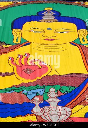 Xigaze, la Cina della regione autonoma del Tibet. 17 Luglio, 2019. Una pittura di Thangka è visualizzato al monastero di Tashilhunpo in Xigaze, a sud-ovest della Cina di regione autonoma del Tibet, 17 luglio 2019. Thangka sono Buddista Tibetana opere dipinte su cotone o seta. I dipinti di soggetto religioso può essere fatta risalire al X secolo e tipicamente rappresentano Divinità buddiste. Credito: Chogo/Xinhua/Alamy Live News Immagini Stock