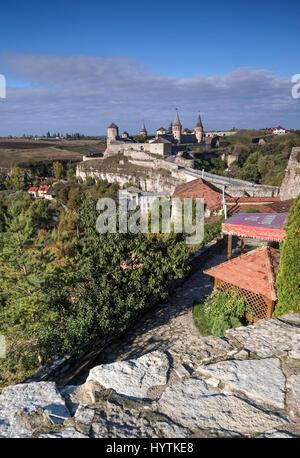 Vista della maggior parte zamkowy e castello di kamianets-podilskyi in Ucraina occidentale prese su una soleggiata Immagini Stock