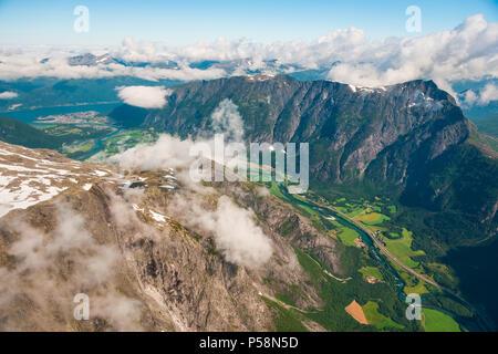 Veduta aerea Romsdalen, Møre og Romsdal, Norvegia. Immagini Stock