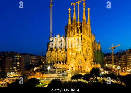 La Chiesa in una città, Sagrada Familia di Barcellona, in Catalogna, Spagna Immagini Stock