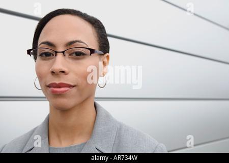 Imprenditrice africana indossando occhiali da vista Immagini Stock