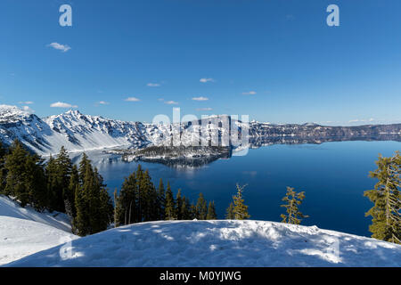 Vista panoramica di Crater Lake, Oregon, Stati Uniti Immagini Stock