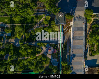 Drone shot guardare direttamente verso il basso presso il recentemente ristrutturato Potemkin Scale e Istanbul Park Immagini Stock