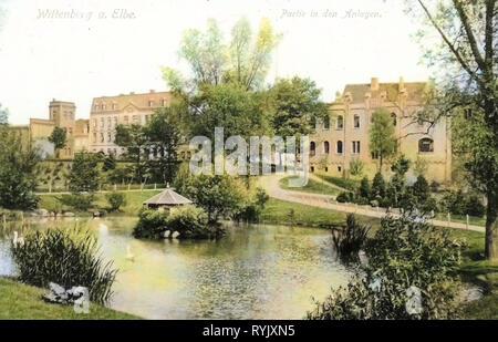 Parchi in Sassonia-Anhalt, stagni nel Landkreis Wittenberg, edifici a Wittenberg, case d'anatra in Germania, 1912, Sassonia-Anhalt, Wittenberg, in den Anlagen Immagini Stock