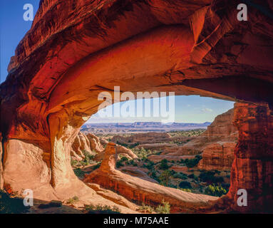 Tower Arch, Arches National Park nello Utah Klondike Bliffs area, arco naturale in pietra arenaria Entrada Immagini Stock