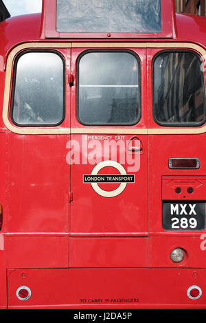 Vintage London red bus Routemaster,vista posteriore Immagini Stock
