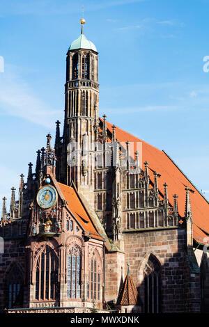 Mercatino di Natale in piazza del mercato, la Frauenkirche (Chiesa di Nostra Signora), Norimberga (Nurnberg), Franconia, Baviera, Germania, Europa Immagini Stock