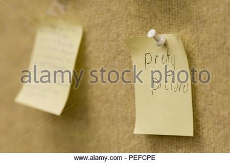 Note su una scheda durante una conferenza di discussione. Immagini Stock