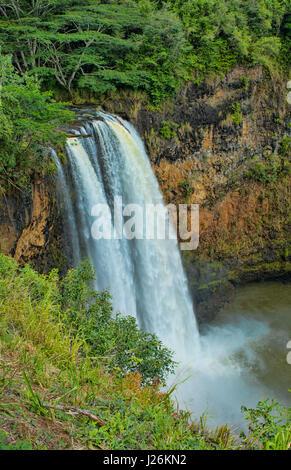Kauai Hawaii Cascate Wailua famoso TV cade con flusso di acqua nel lago di attrazione turistica Immagini Stock