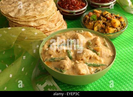 NAVRATTAN indiano pollo al curry Immagini Stock