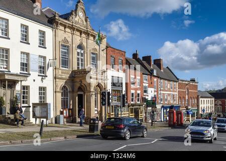 Ashbourne Municipio e la piazza del mercato nel Derbyshire, Immagini Stock