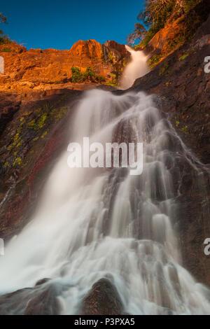 Ai primi di dicembre mattina a Las Cascadas de Ola cascate, Cocle Affitto provincia, Repubblica di Panama. Immagini Stock