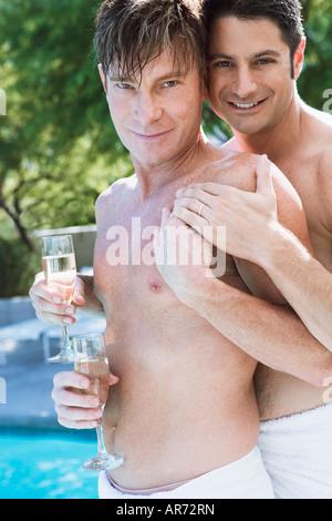 Coppia gay che mostra le loro fedi Immagini Stock