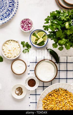 Strada messicana Insalata di mais ingredienti Immagini Stock