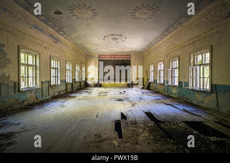 Vista interna di un teatro abbandonato di Chernobyl, in Ucraina. Immagini Stock