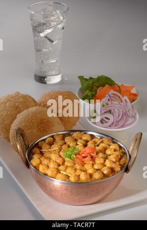 Purea Chhole servita in kadhai e la piastra, India, Asia Immagini Stock