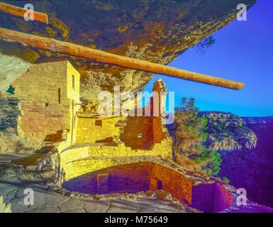 La luce del mattino al balcone House, Mesa Verde National aprk, Colorado, antica Native American rovine rovine ancestrale Immagini Stock